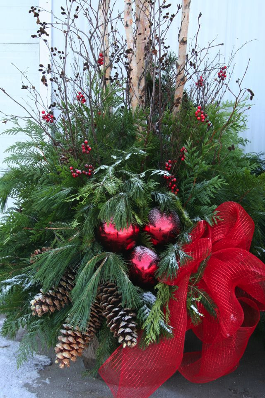 Outdoor holiday planters for Outdoor christmas